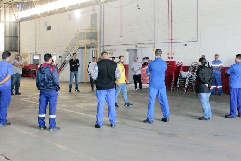 Funcionários das duas empresas durante encontro com instrutores do SEST/SENAT