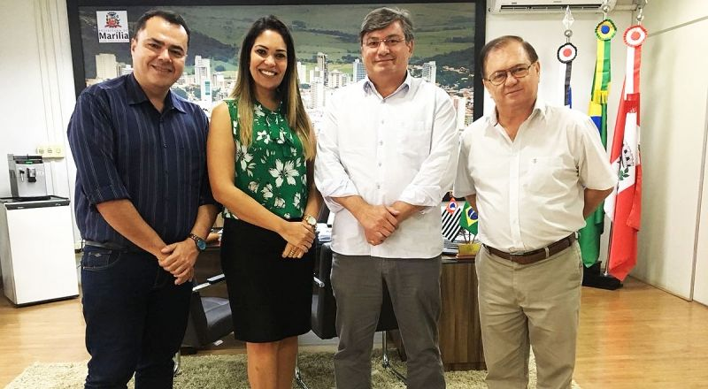 Diretora da Anhanguera, Camila Mazzei, com o prefeito Daniel e os secretários Helter Bochi e Levi Gomes.