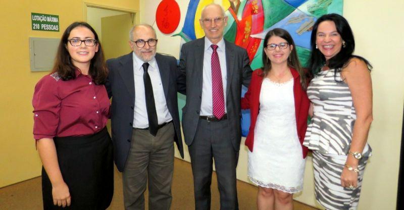 Professor Lafayette Pozzoli com os organizadores do livro e direção do Univem.