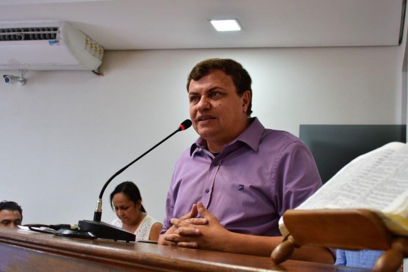 Marcio Rogério Caffer, o Café, assume pela primeira vez a presidência da Câmara.