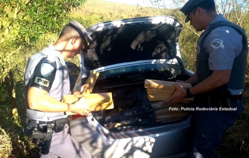 Na fuga, o motorista acabou invadindo um canavial, onde foi capturado.