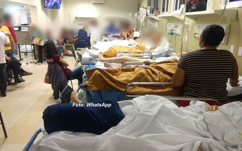 Pacientes no pronto socorro: superlotação e muitos aguardando vagas em leitos.