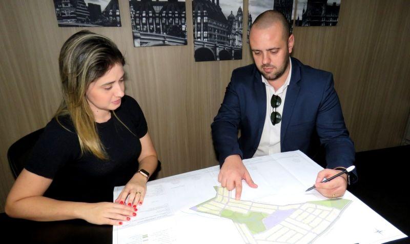 Paulo Tato com a diretora financeira da Enza Negócios, Jaqueline Camargo. Empreendimentos serão lançados em breve.