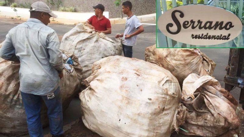 Recicláveis são pesados e recolhidos no condomínio