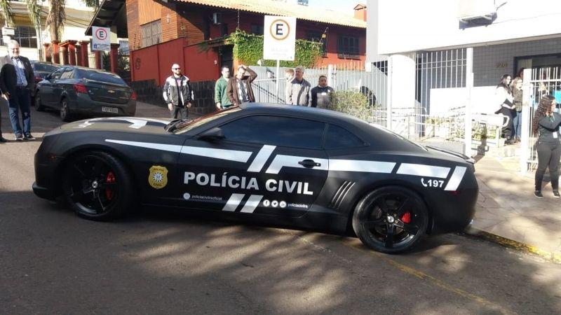 O Camaro já está a serviço da Lei, antes o carrão ajudava estelionatários no golpe do bilhete premiado