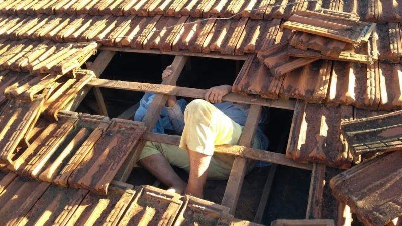 Vítima não conseguia sair do telhado da própria casa