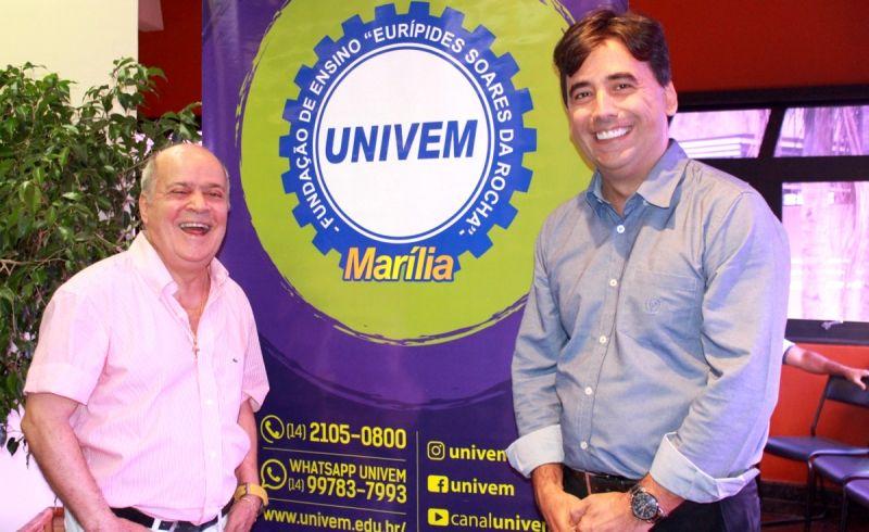 Na foto, o Reitor do UNIVEM, Dr. Luiz Carlos de Macedo Soares e Prof. Dr. Elvis Fusco,  Pró-reitor de Inovação e Desenvolvimento Institucional do Centro Universitário