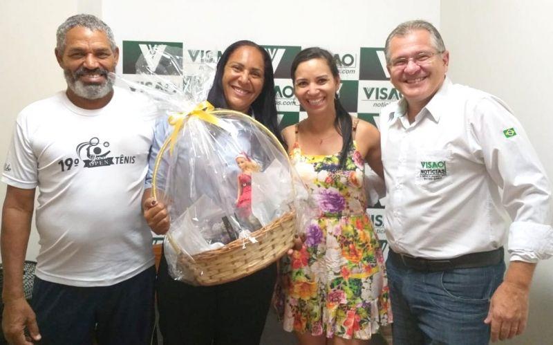 Adriana (com o esposo Jaime), Josi e Klaus durante entrega do prêmio.