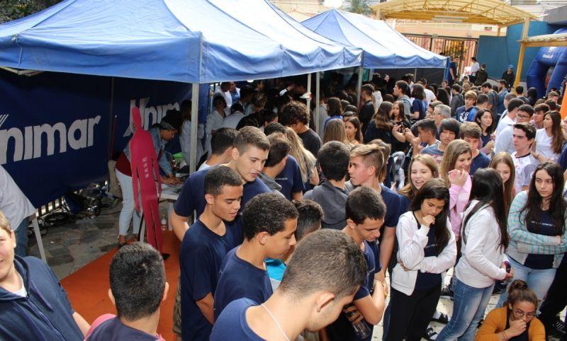 Os estandes da Unimar foram um dos mais procurados pelos estudantes.