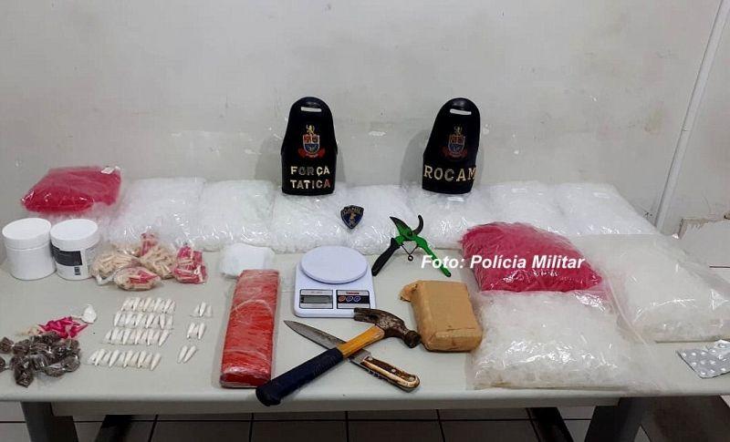 Material foi apreendido pela Polícia Militar durante operação em favela.