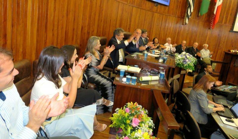 Família Mesquita Serva durante homenagens da Câmara Municipal.