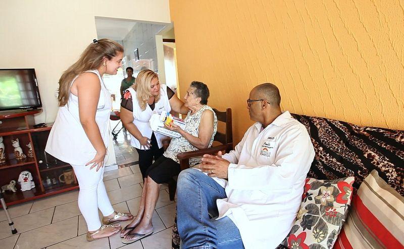 Atendimento médico em casa aos moradores de Pompeia.
