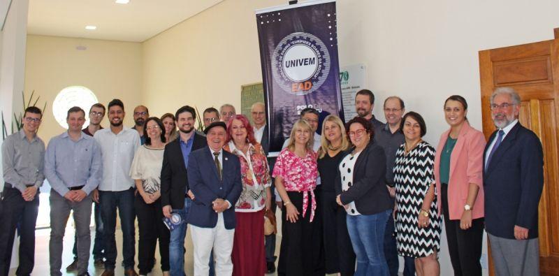 Momento do lançamento oficial do polo EaD de Botucatu. Evento reuniu autoridades e convidados no auditório na Associação Paulista de Medicina