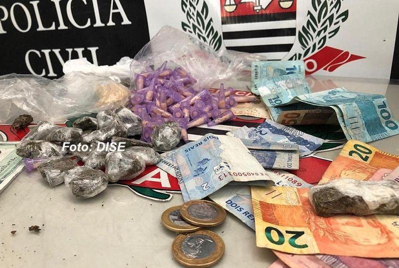 As porções de drogas (prontas para venda) apreendidas pela DISE.