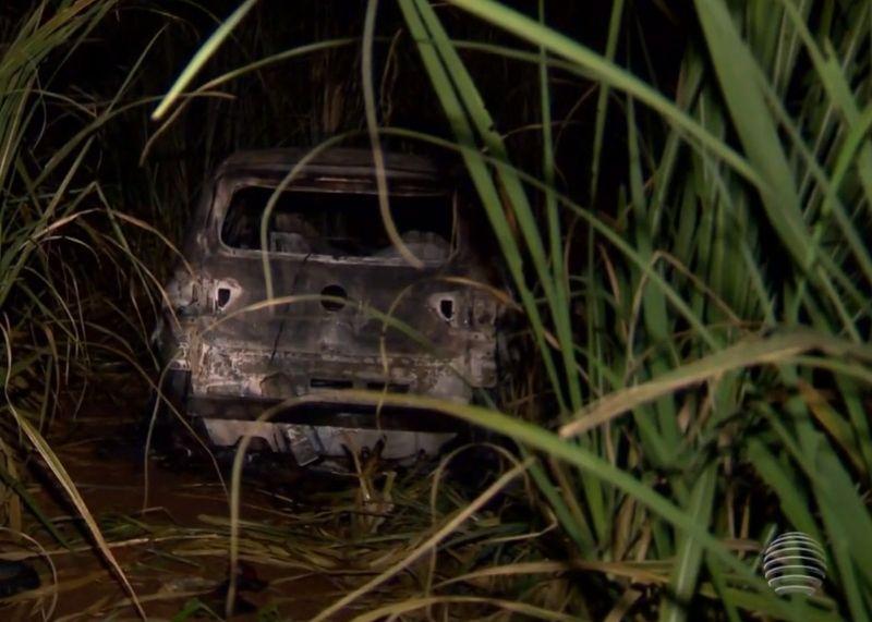 O corpo do professor Deivid Rodrigues e seu veículo foram queimados