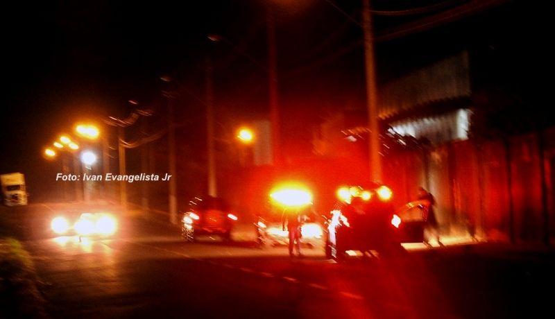 Acidente ocorreu no final da avenida República. Polícia procura motorista envolvido.