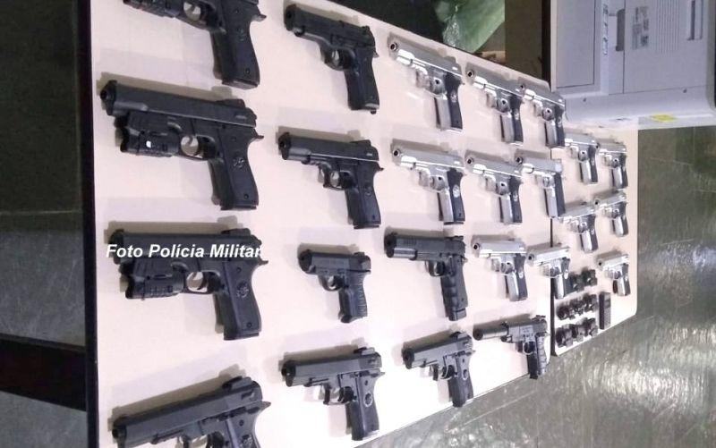 As réplicas de pistolas foram apresentadas na Polícia Federal.