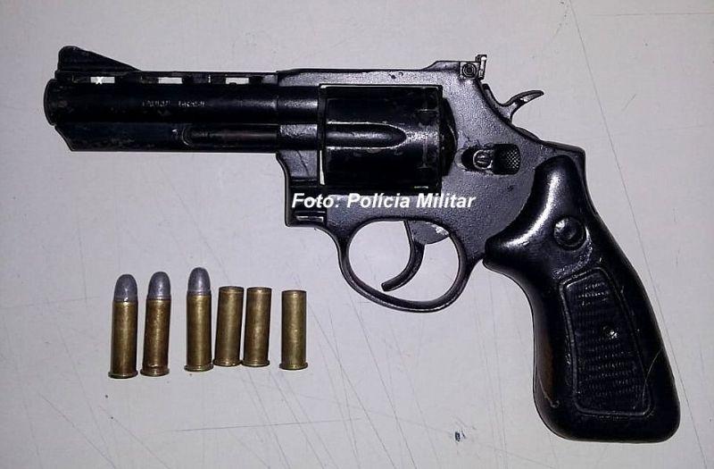 A arma, um revólver calibre 357, tem alto poder de fogo.