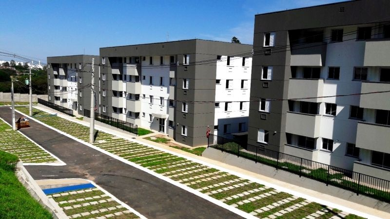 Cada apartamento conta com 2 dormitórios, sala, cozinha, banheiro, área de serviço, varanda e vaga de garagem