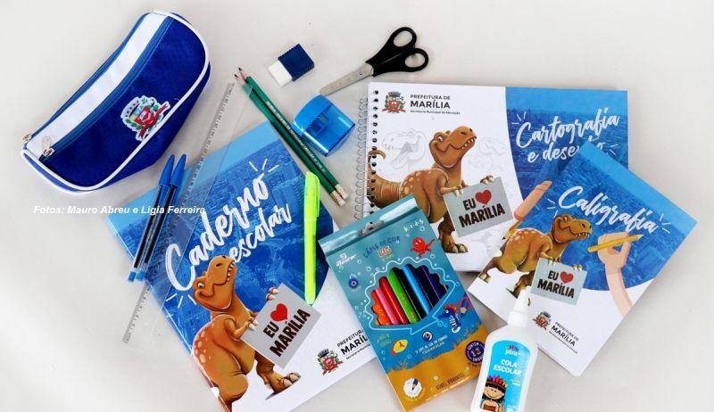 Kit escolar que começa a ser entregue aos alunos da rede municipal de ensino.