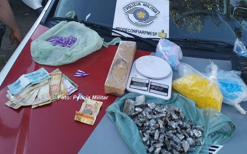 Drogas que foram apreendidas pela PM na operação em Pompeia.