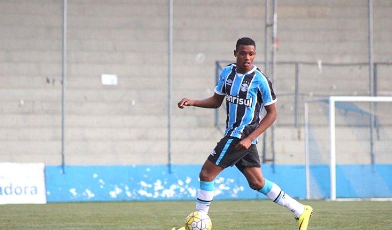Novo reforço tem 21 anos e se profissionalizou no Grêmio