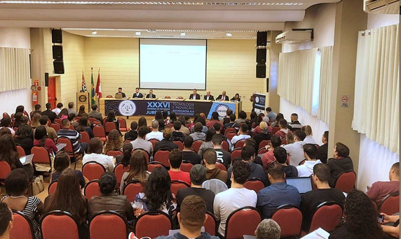 """Painéis de debates sobre o tema """"Juventude, Tecnologia e Inovação"""" abriram a Semana de Estudos Jurídicos. Evento atraiu alunos do Direito e profissionais da área"""