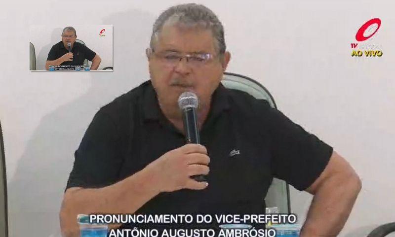 Rompimento com a administração foi transmitido ao vivo pela TV Câmara.