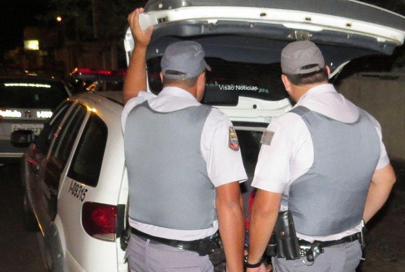 """O marido """"valentão"""" acabou sendo preso pela Polícia Militar."""