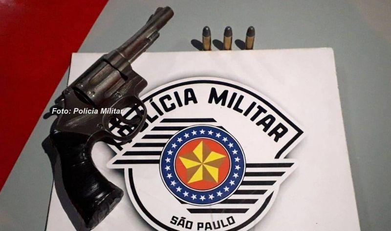 O revólver usado na tentativa de homicídio foi apreendido pela PM.