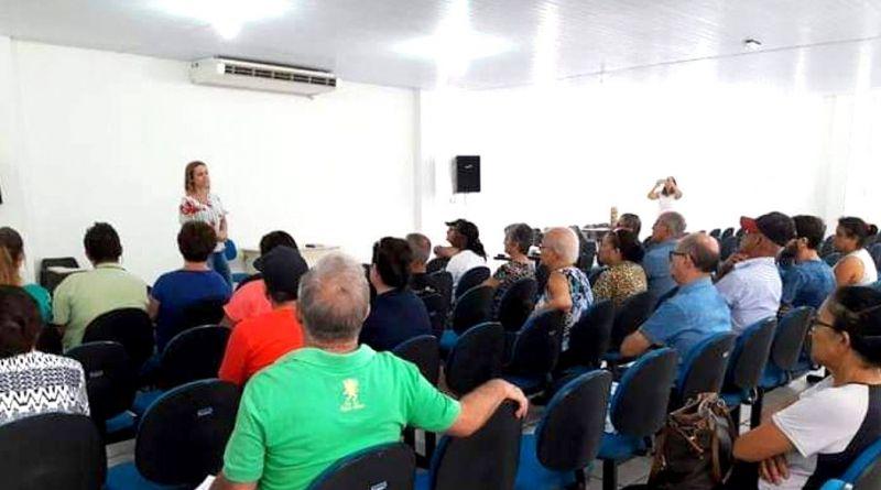 Pacientes e familiares durante encontro na Secretaria da Saúde.