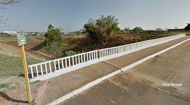 Ponte onde a mulher tentou se jogar e foi salva pelos policiais militares