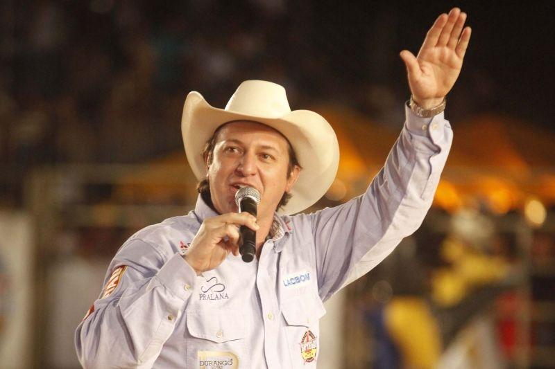 Almir Cambra é um profissional conceituado no rodeio brasileiro.