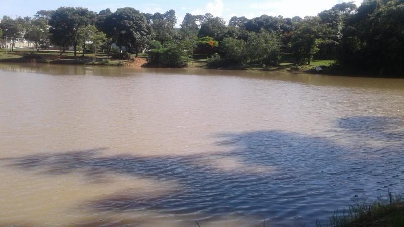 Prefeitura finaliza a limpeza  do lago do Jardim Aquarius