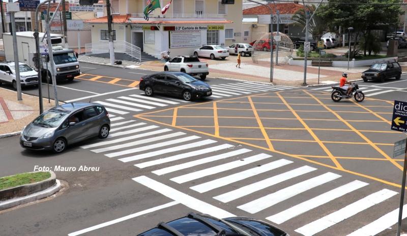 Prefeitura e Emdurb retomam pintura da sinalização de solo em Marília