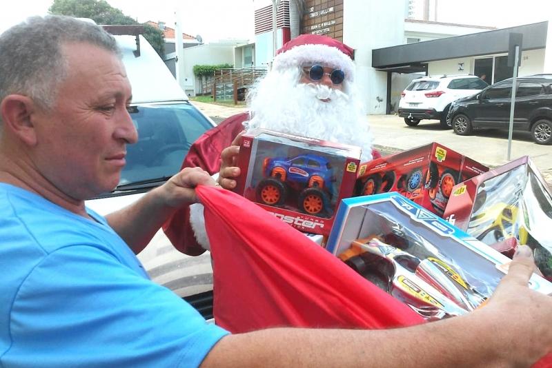 Câncer: associação distribui 9 mil brinquedos hoje em Marília