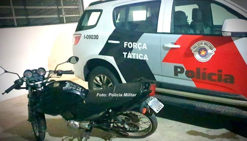 Força Tática recupera moto furtada há quatro meses em Marília