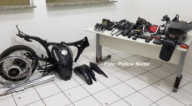 PM recupera moto furtada em Marília, mas toda desmontada