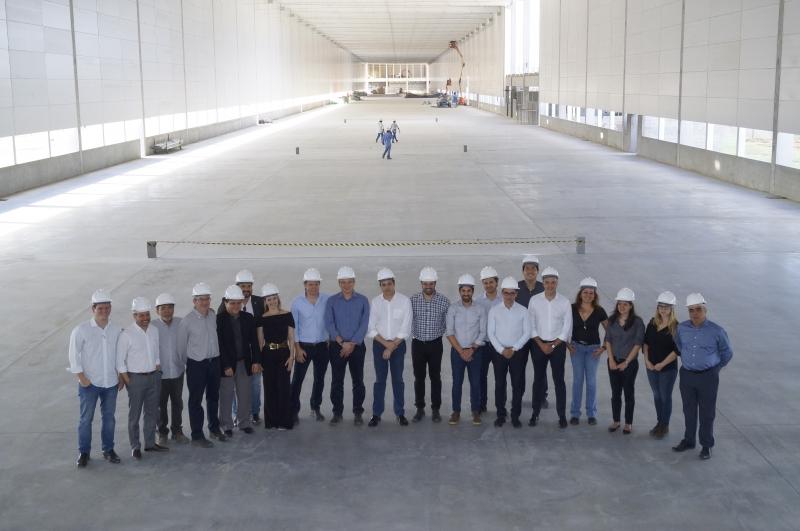 Marilan recebe visitas de autoridades nas obras da nova fábrica em construção