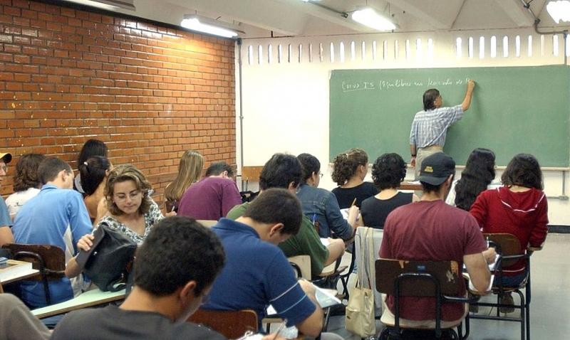 País tem dificuldade de atrair jovens para a carreira de professor