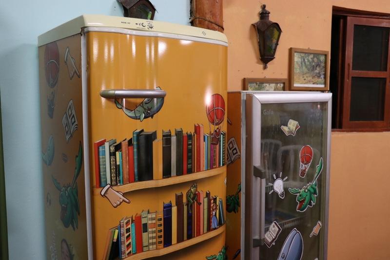 Geladeiras sem uso se transformam em mini bibliotecas em Marília