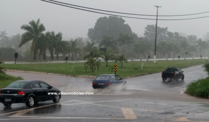 Motoristas precisam redobrar cuidados na estrada com as chuvas de verão