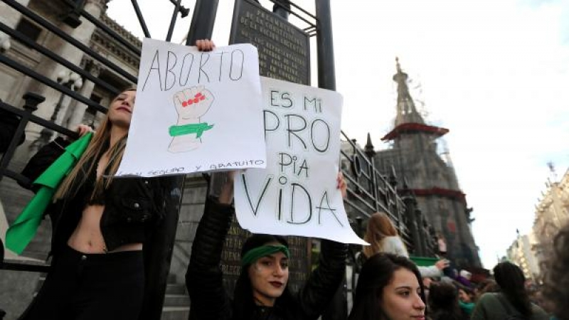 Câmara da Argentina vota projeto de legalização do aborto nesta quarta