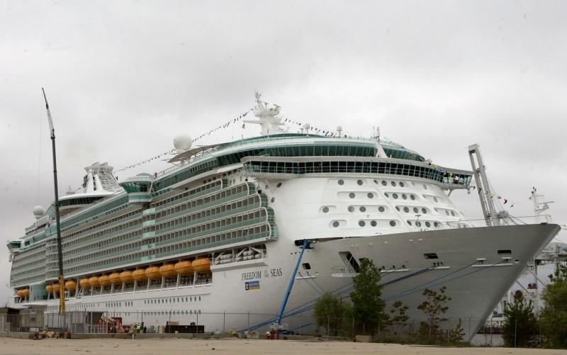 Criança morre após cair da janela de 11º andar em navio de cruzeiro