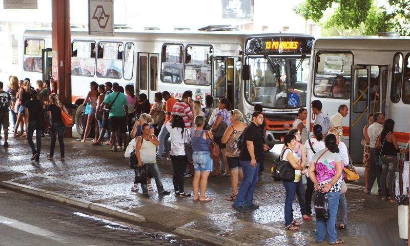 Motoristas de ônibus prometem entrar em greve hoje
