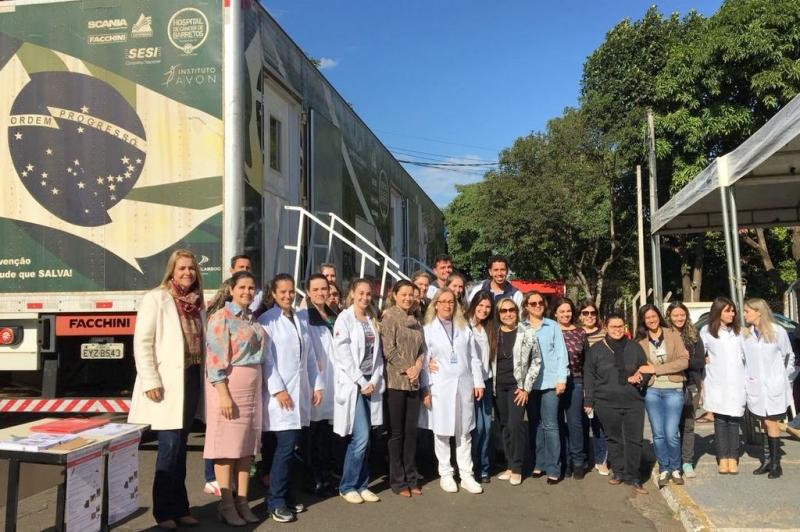 Carreta de Prevenção ao Câncer do Hospital de  Barretos oferece exames gratuitos em Marília