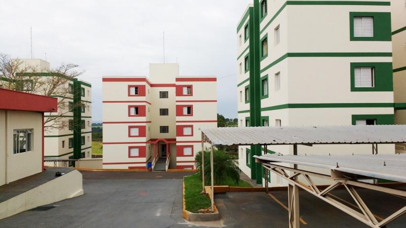 Equipe técnica instala sistema de Qr-code em condomínio Porter de Marília