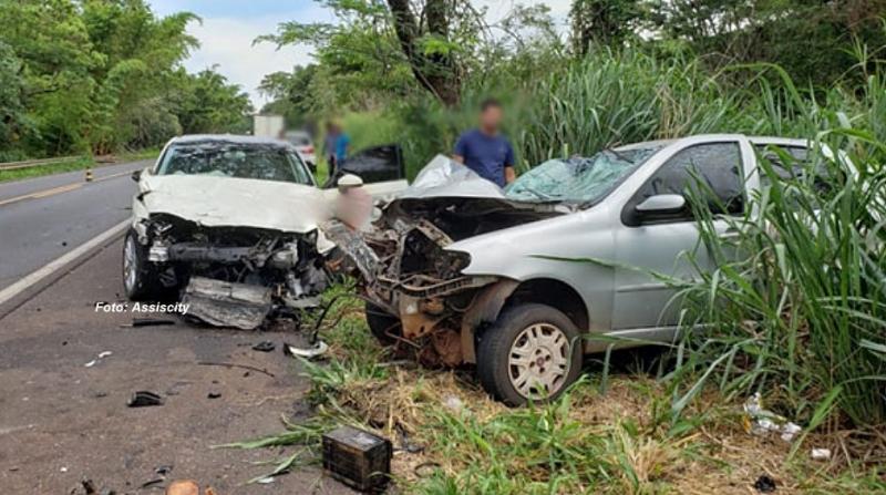 Motociclista morre em acidente envolvendo mais dois carros, na região