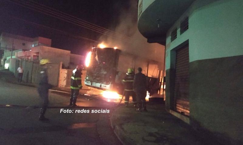 Ônibus são incendiados em várias cidades de Minas Gerais