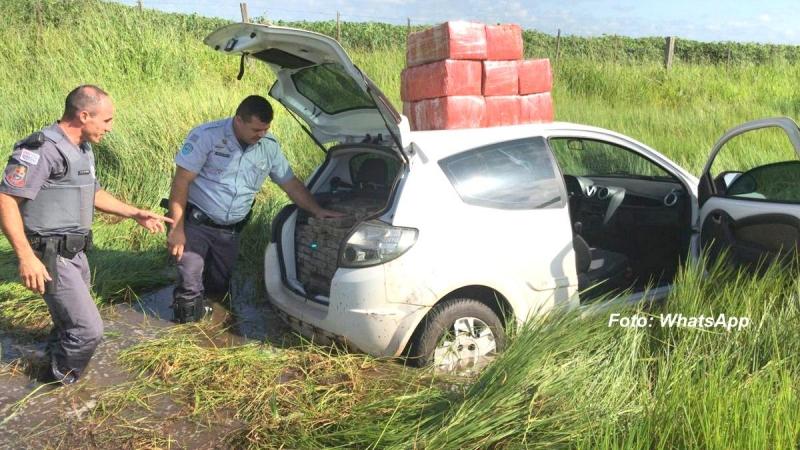 Carro com mais de 300 quilos de maconha é apreendido na SP-333, em Marília